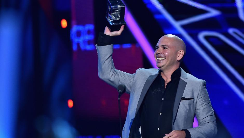 Pitbull ganó el premio a mejor artista urbano en los premios Juventud, de la cadena Univisión. (Crédito:Rodrigo Varela/Getty Images For Univision)